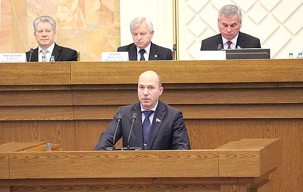 Выступление с докладом на Парламентских слушаниях по совершенствованию законодательной базы национальной системы образования в современных условиях